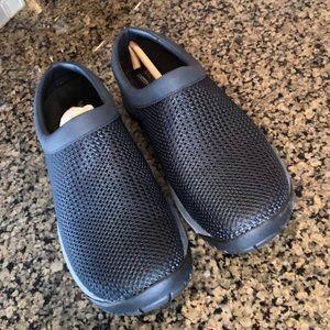 New women's Merrell navy blue shoes!